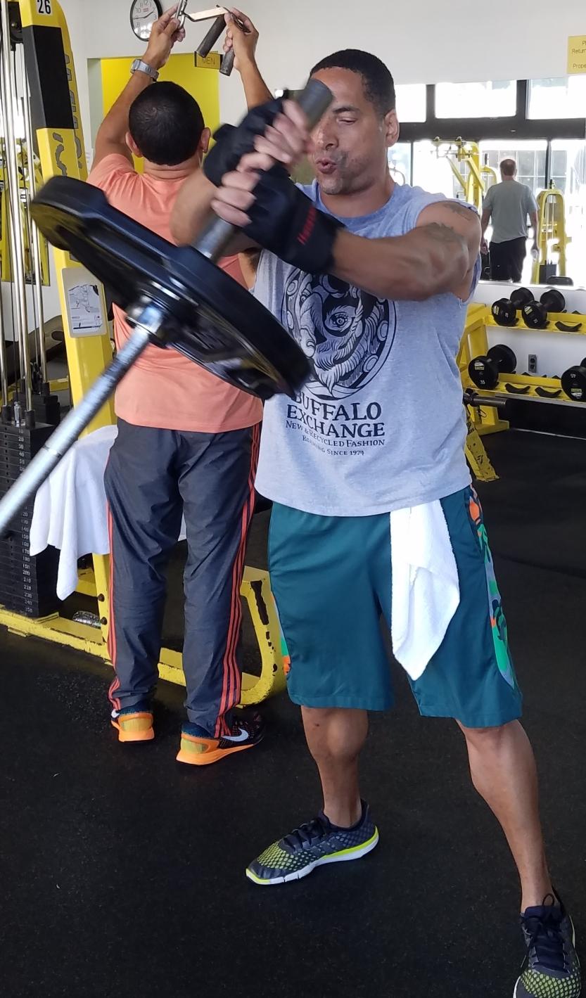 bufffalo exchange david m raine gym sweat muscle weights
